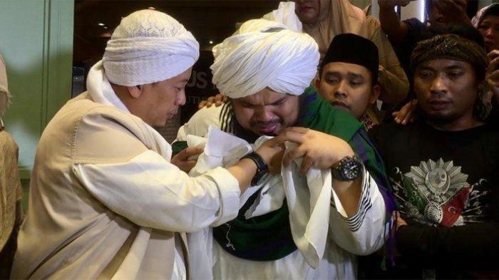 Tangis Opick & Ustadz Derry Sulaiman Pecah Saat Mencium Rambut Nabi Muhammad SAW