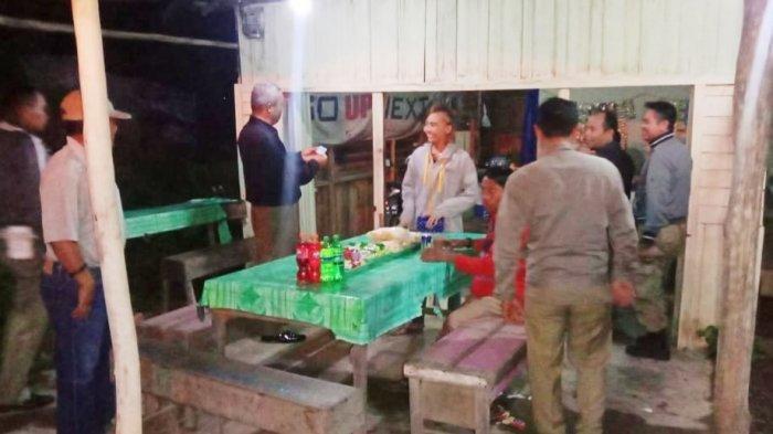 Satpol PP Kapuas Singgah ke Warung Malam-malam, Ternyata Lakukan Ini
