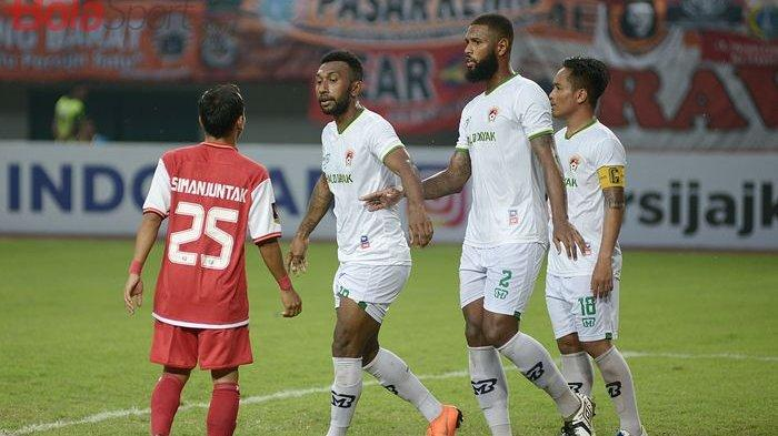 Patrich Wanggai Dapat Kartu Merah, Persib Unggul 1-0 atas Kalteng Putra di Babak Pertama