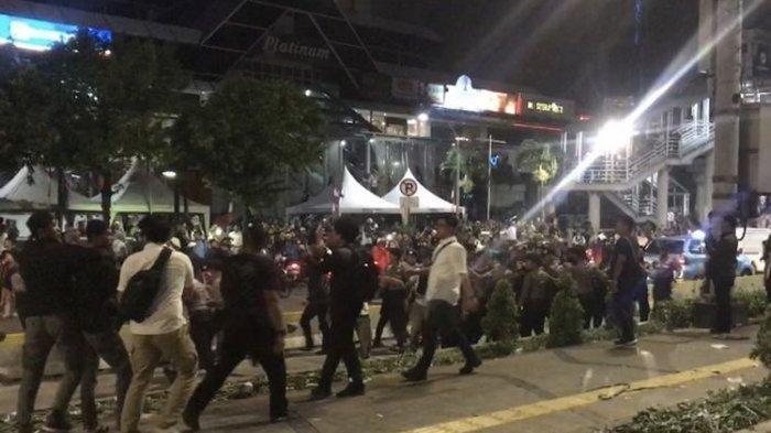 VIDEO: Polisi Bubarkan Aksi Jelang 22 Mei di Depan Kantor Bawaslu RI