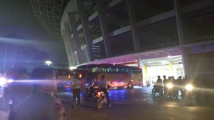 Penonton Rusuh, Suporter Malaysia Dievakuasi dari SUGBK Tengah Malam