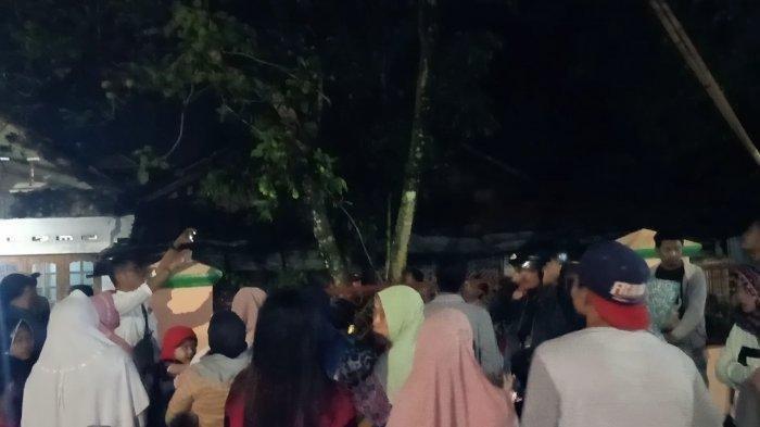 Heboh Pohon Rambutan 'Menangis' di Malam Hari, Warga Rela Datang dari Jauh Agar Bisa Melihat