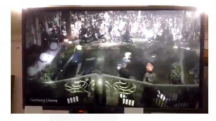 Rekaman Video Remaja Bermotor Serang SMAN 10 Bandung, Sebelumnya SMKN 2 Bandung Juga Dirusak