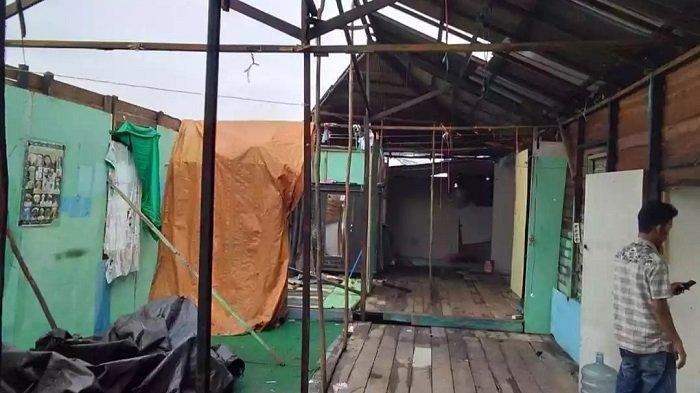 Angin Puting Beliung Mengamuk di Anjir Kapuas, Atap Rumah Sabransyah Terbang
