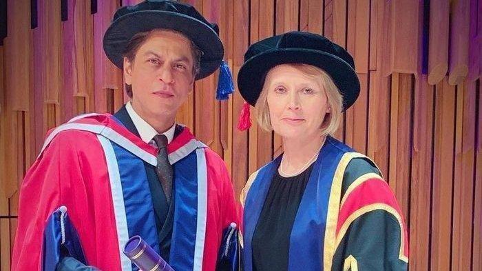 Shah Rukh Khan Raih Gelar Doktor ke-4 di Usia 53 Tahun, Kali Ini di London
