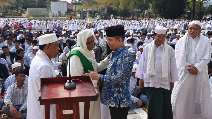 Ribuan Warga Muslim Kapuas Shalat Istisqa di Halam Masjid Agung Al Mukarram