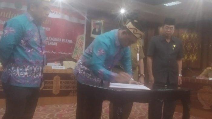 KPU Teken Hibah Rp249,7 Miliar untuk Biaya Pilgub Kalteng, Bawaslu Tak Hadir