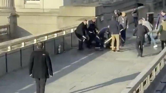 Pelaku Teror di London Bridge Mengamuk, Pakai Rompi Bom Bunuh Diri & Bunuh 2 Orang