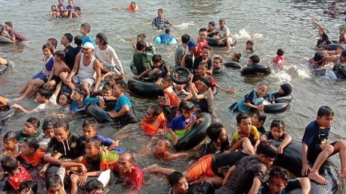 Kian Ramai, Tradisi Warga Mandi Safar di Sungai Mentaya Sampit untuk Bersihkan Diri dari Ini