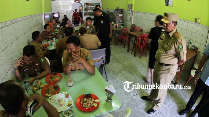 Wagub Pergoki Kadis dan ASN Nongkrong di Kedai Kopi di Hari Pertama Kerja, ''Pasti Ada Sanksi''