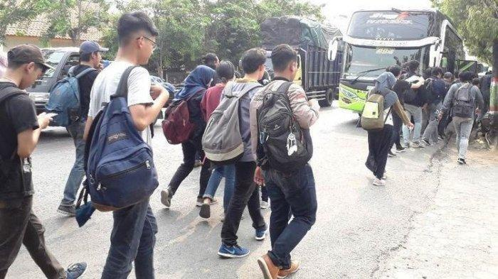 Kena Tilang, Rombongan Mahasiswa Undip dan Unnes Tertahan 6 Jam