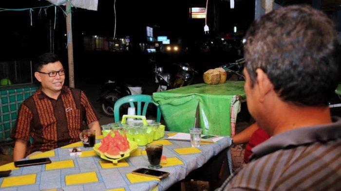 Sederhana, Ujang Iskandar Terima Ajakan Ngopi Bersama Warga Desa Pelantaran Kotim Kalteng