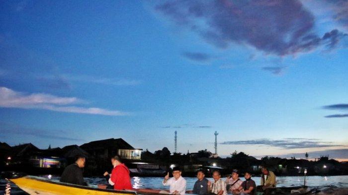 Ujang Iskandar Arungi Sungai Arut di Kotawaringin Barat demi Bertemu Masyarakat Mendawai Seberang