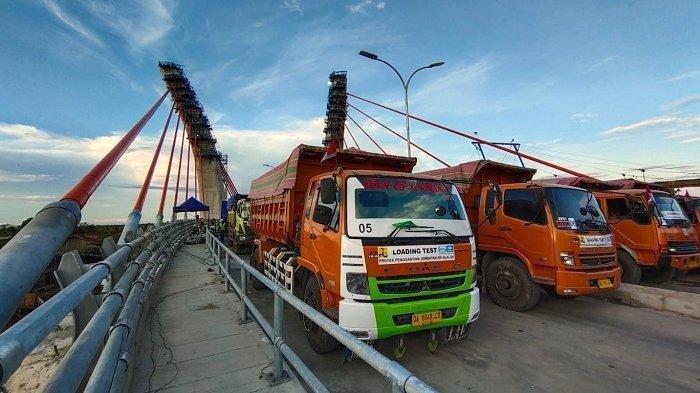 Proses uji kelayakan fungsi struktur Jembatan Alalak Banjarmasin, Senin (30/8/2021).