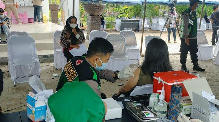 OJK, Bank Indonesia dan Forum Kumunikasi Industri Jasa Keuangan Kalteng Gelar Vaksinasi Massal