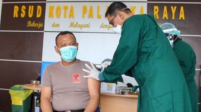 Vaksinasi  Covid-19 tahap  awal dimulai  oleh kalangan pejabat pemerintahan yang ada di Kota Palangkaraya, Kalteng