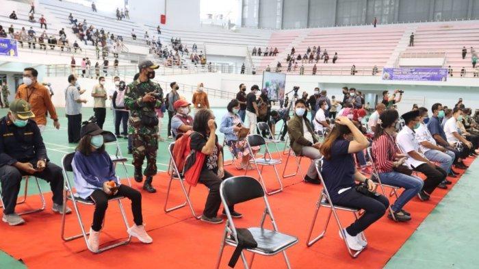 Wabah Corona Kalteng, Ribuan Warga Ikuti Vaksinasi Massal di Gedung Olahraga Indoor Palangkaraya