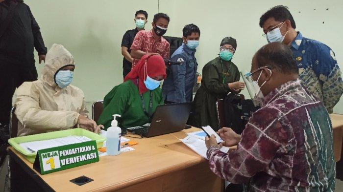Wabah Corona Kalsel, Pj Gubernur Kalsel Divaksin Covid-19 di RSUD Ulin Banjarmasin