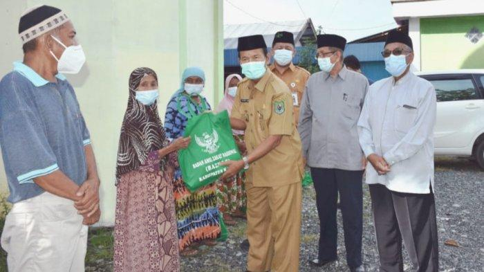 Baznas Kapuas Salurkan Bantuan Sembako Kepada Para Mustahik dan Warga Kurang Mampu di Kapuas