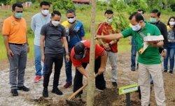 Lestarikan Hutan Kota Palangkaraya, Wali Kota Fairid Naparin Giatkan Penanaman Pohon