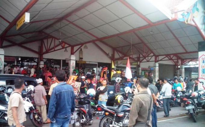 Ratusan Warga Dayak Datangi Bandara