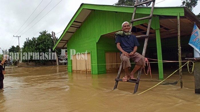 Banjir Melanda, Warga Muara Ninian Balangan Kalsel Berjaga-Jaga di Rumah