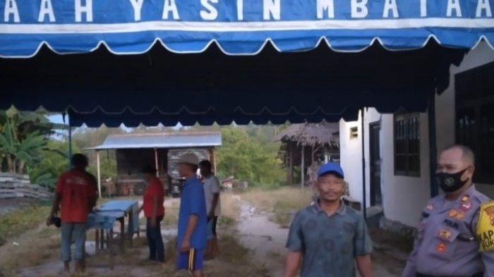 Warga Palangkaraya Mulai Bangun TPS Sehari Jelang Pencoblosan Pilgub Kalteng