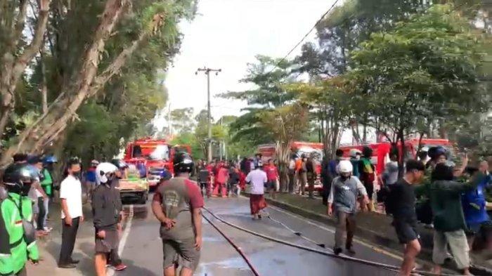 Peristiwa Kebakaran Mobil di Palangkaraya Jadi Tontonan Warga Sekitar