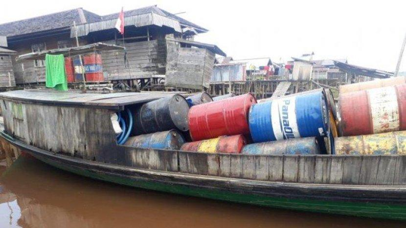 tribunkalteng-kapal-angkut-bbm-ilegal.jpg