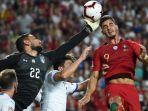 aksi-striker-timnas-portugal-andre-silva_20180911_045551.jpg