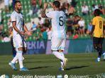 argentina-leandro-paredes-dan-german-pezzella-merayakan-gol-kontra-ekuador.jpg