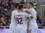 as-roma-merayakan-gol-radja-nainggolan-saat-menang-2-0-atas-crotone_20180319_055737.jpg