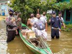 bantuan-dari-brimob-dan-satpam-kepada-korban-banjir-di-mentaya-hulu-kotim.jpg