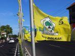 bendera-partai-golkar-menghiasi-sepanjang-jalan-by-pass-ngurah-rai_20170329_124522.jpg