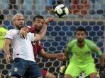boualem-khoukhi-sergio-aguero-qatar-vs-argentina-copa-america.jpg
