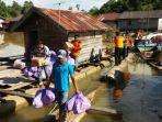 bpbd-kapuas-bantu-korban-banjir_20170319_203251.jpg