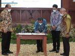 bupati-tala-h-sukamta-menandatangani-kesepakatan-penyelesaian11.jpg