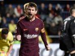fc-barcelona-lionel-messi-merayakan-gol-yang-dia-cetak-ke-gawang-villarreal_20171212_062330.jpg