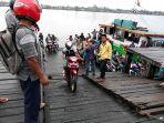 ferry-penyeberangan-di-sampit.jpg