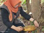 jamur-raksasa-di-taman-biodiversitas-desa-anjir-serapat-muara-kabupaten-batola-kalsel-12052021.jpg
