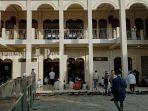 jemaah-di-sebuah-masjid-di-sampit-ikuti-salat-idul-fitri-1441-h-minggu-2352020.jpg
