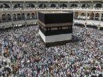 jemaah-haji-mengeliling-kabah-di-mekkah-saudi-arabia_20180702_070645.jpg