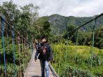 jembatan-gantung-di-desa-natih-kecamatan-batangalai-timur11222.jpg