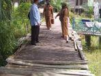 jembatan-titian-di-kelurahan-marang-kecamatan-bukit-batu-palangkaraya-asfa.jpg