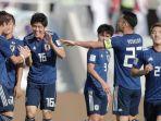 jepang-merayakan-gol-takehiro-tomiyasu-16-ke-gawang-arab-saudi.jpg