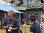 jurnalis-tribunkaltengcom-di-lokasi-banjir-kelurahan-cempaka-dan-kelurahan-sungai-tiung.jpg