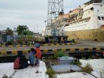 kapal-angkutan-penumpang-di-pelabuhan-sampit-kotawaringin-timur-kalimantan-tengah.jpg
