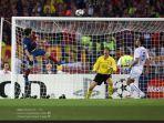 lionel-messi-mencetak-gol-ke-gawang-manchester-united-di-final-liga-champions.jpg