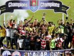 para-pemain-madura-united-merayakan-cilacap-cup_20170327_072624.jpg