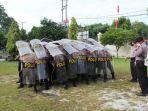 pasukan-polresta-palangkaraya-sedang-berlatih-untuk-persiapan-dalam-pilgub-kalteng.jpg